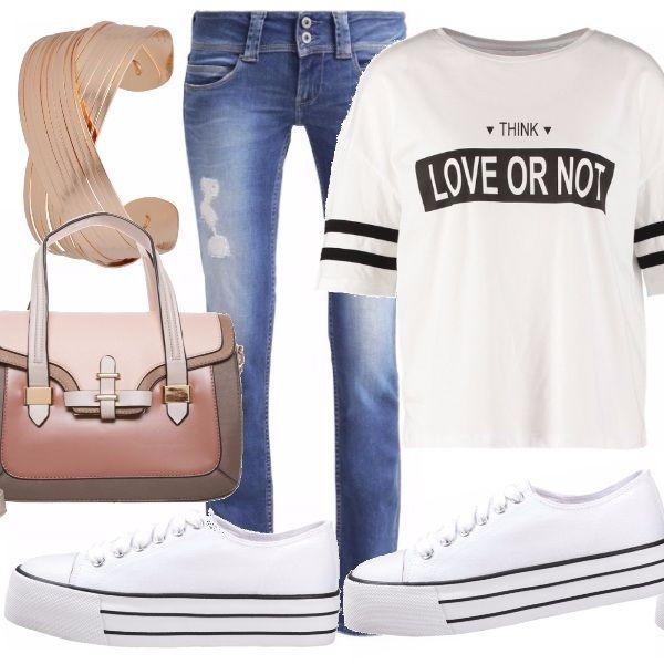 Un classico primaverile è l'abbinamento jeans col bianco, cosa ne dite delle mie scelte moderne? la TEE stile americano e le sneakers in tela con la zeppa?