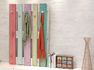 Manualidades y Artesanías | Perchero con pallet | Utilisima.com: Good Ideas, Ideas Hogar, Ideas Para, With Pallets, Hogar Ideas, Ideas Cuarto