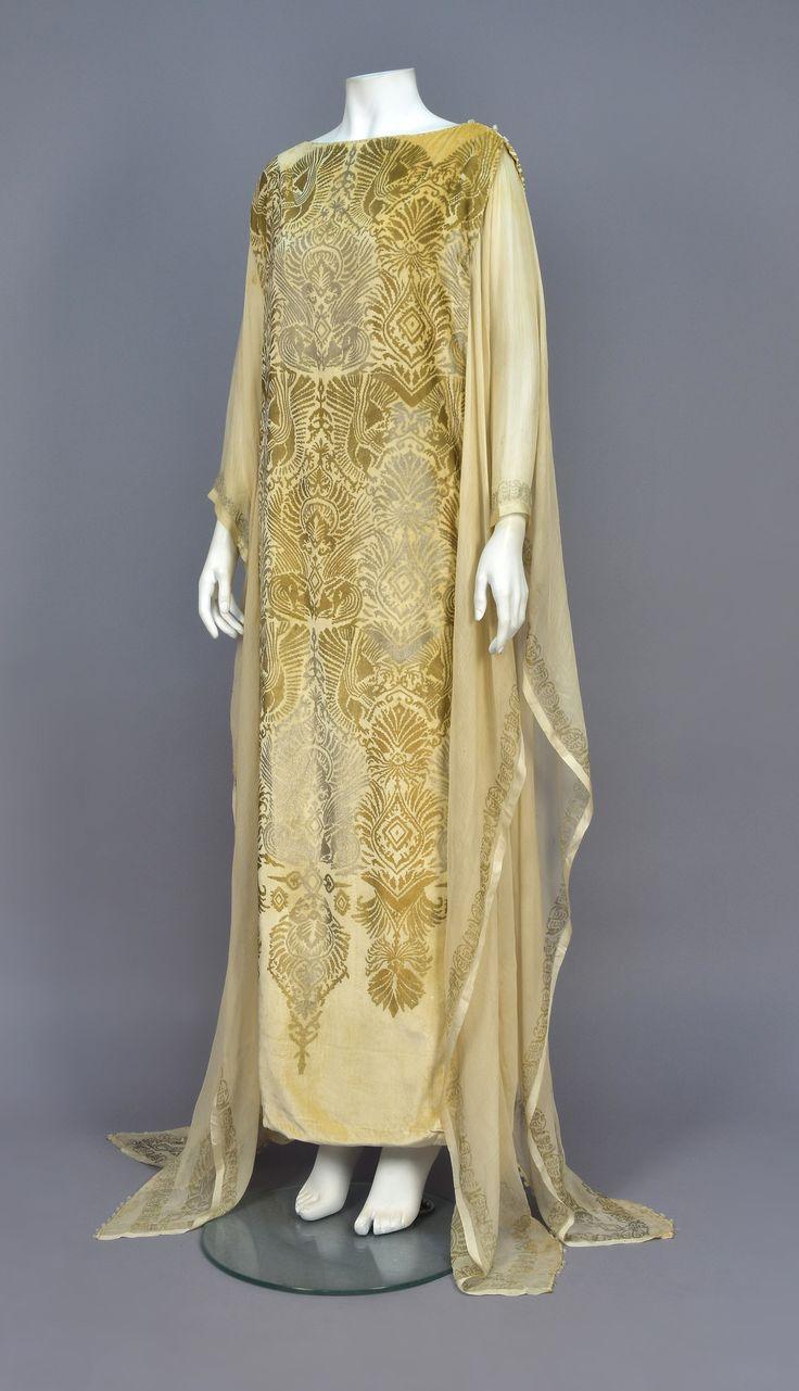 Evening dress, silk with beads, Gallenga designer, 1920s
