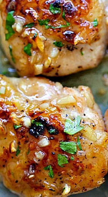Honey Dijon Garlic Chicken ~ Super delicious skillet chicken with amazing honey Dijon garlic sauce... done in 15 mins!