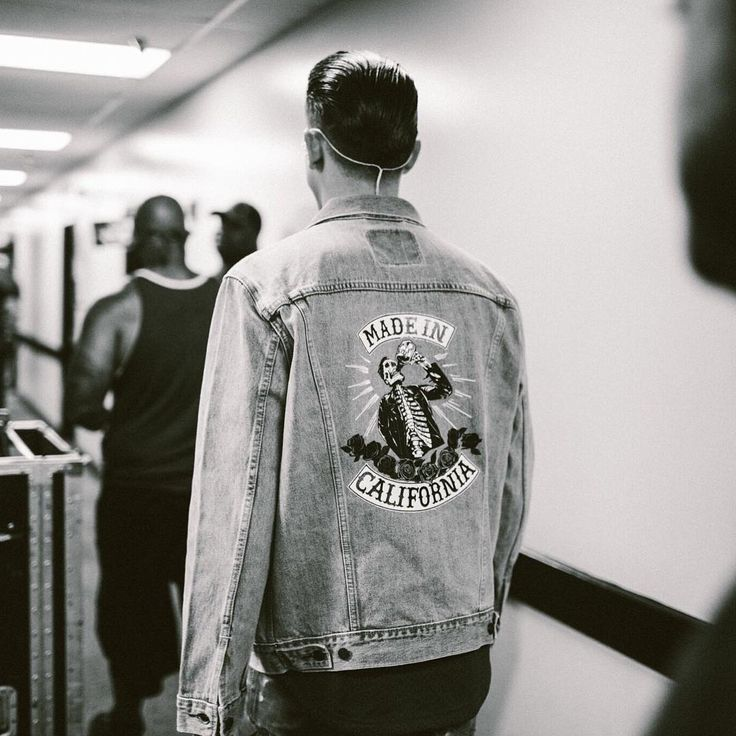 """167.7 mil Me gusta, 1,151 comentarios - G-Eazy (@g_eazy) en Instagram: """"Made In California denim jackets available at the merch booth at every show on the Endless Summer…"""""""
