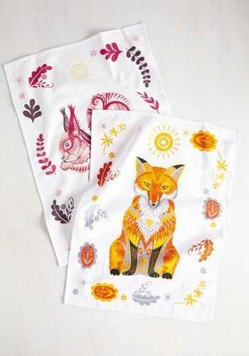 Start a new morning routine by tidying your kitchen with these wilderness-inspired tea towels. The vibrant hues of these cotton textiles provides limitless possibilities for sprucing up your flat, while their painterly fox and squirrel prints add a wily touch your daily drill!
