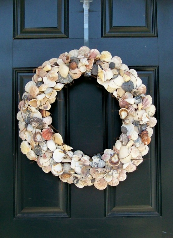 I would like to collect sea shells from vacations and make a wreath like this with the kids! Love this!