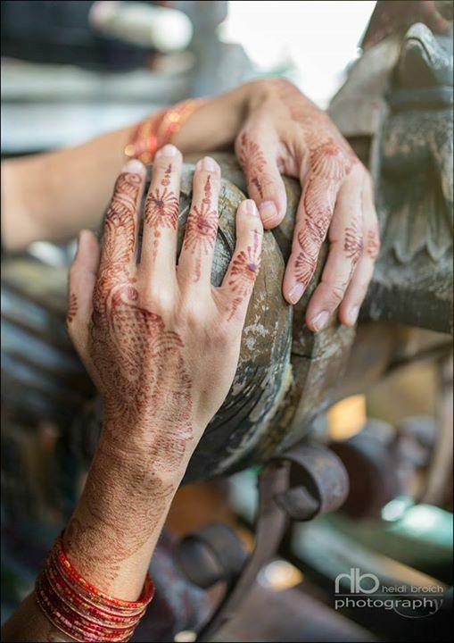 Hands - movement - Henna - design