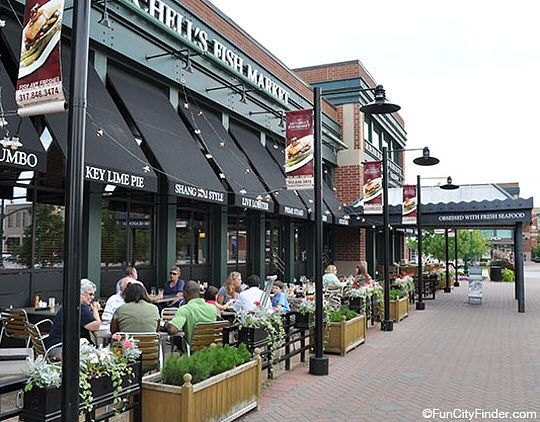 Outdoor diners at Mitchell's Fish Market and Restaurant in Carmel, Indiana