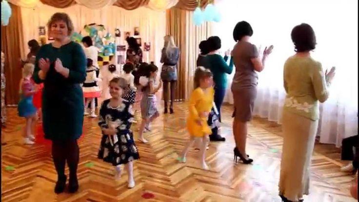 """Танец девочек с мамами. ДОУ №8 """"Малыш"""" г.Шахтерск"""