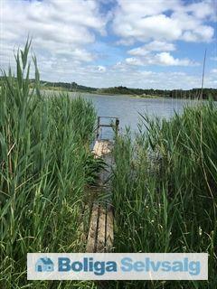 Sølyst 27, Grauballe, 8600 Silkeborg - Dejlig sommerhusgrund, med badebro, båd og fiskeret på gudenåen. #fritidsgrund #sommerhusgrund #grund #grundsalg #silkeborg #selvsalg #boligsalg #boligdk