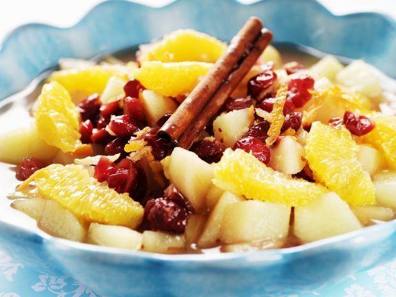 Obstsuppe mit Zimt ist ein Rezept mit frischen Zutaten aus der Kategorie Kernobst. Probieren Sie dieses und weitere Rezepte von EAT SMARTER!