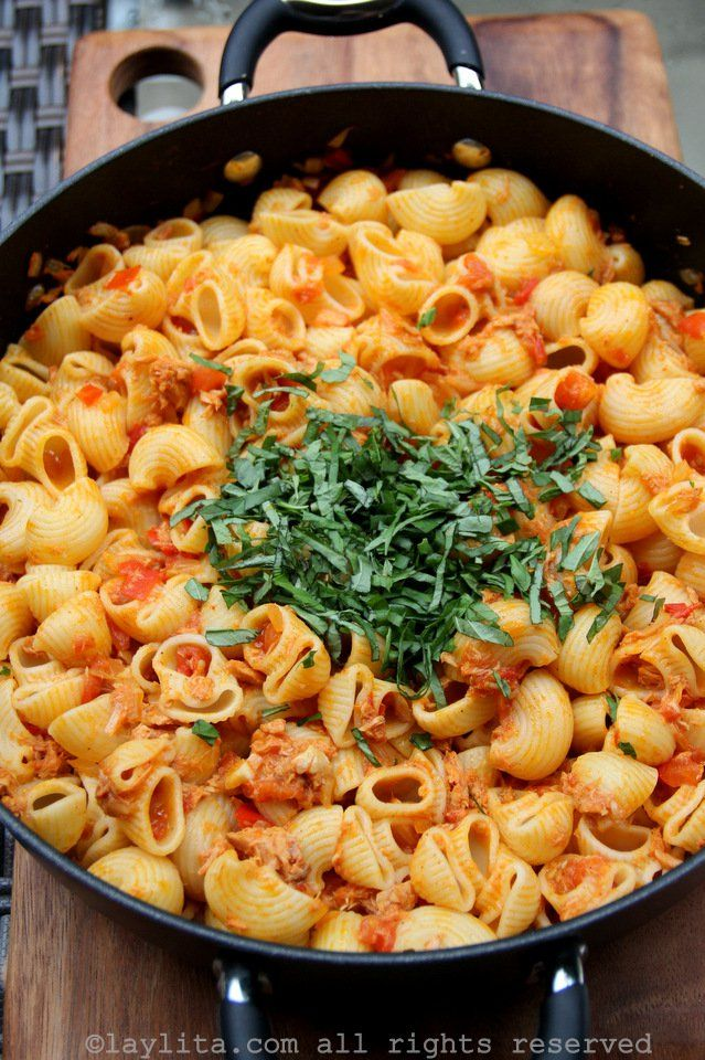 Pastas with tuna and tomato sauce