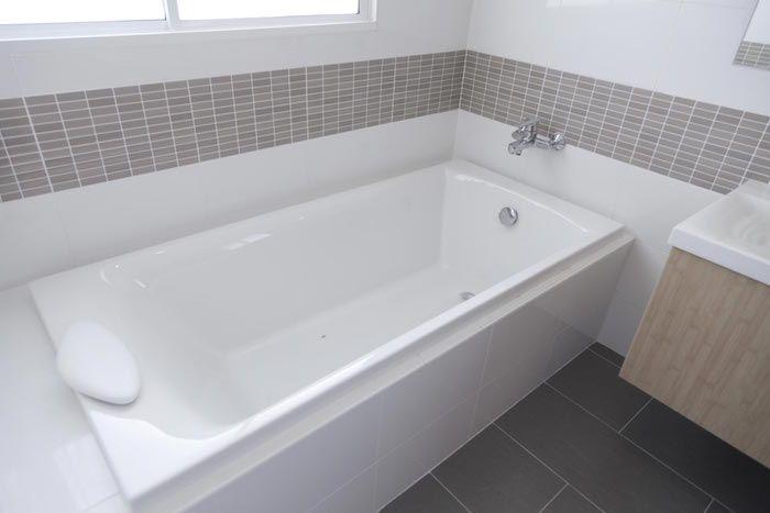 1001 Idees Peinture Pour Baignoire L Astuce Beaute De La Salle De Bain Bathtub Sizes Bathtub Liners Bathtub Dimensions