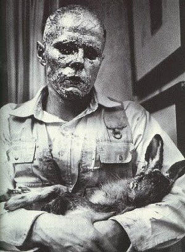 Joseph Beuys - Come spiegare i quadri a una lepre morta - 1965