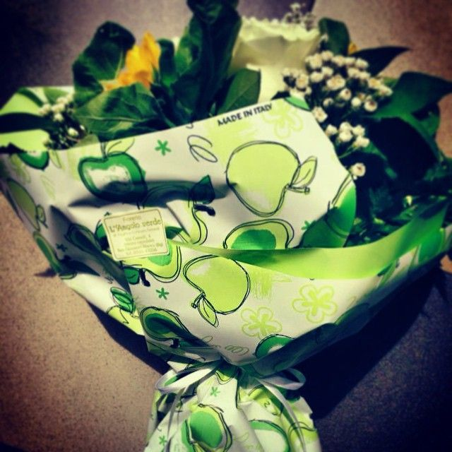 CARTA RESISTENTE ALL'ACQUA PROFUMATA ALLA MELA by B&P ITALIA #packaging #packagingsince1979 #madeinitaly #bepitalia #carta #confezionamento #pacchetto #pacco #packaginginitaly #essenza #mela #mele #apple #profumo #fiori #fioreria #fiorista #mazzodifiori #flowers #flowersdesign