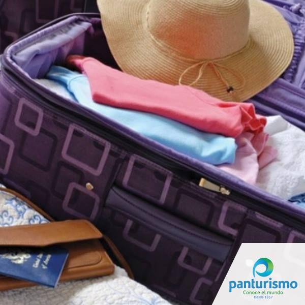 #Tip Cuando salgas de viaje empaca ropa y zapatos que sean fáciles de combinar y repite las prendas que son básicas como camisas y pantalones para ganar espacio.