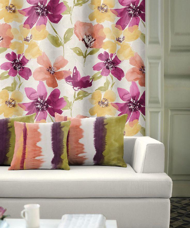Draperie colorată cu modele mari de flori, disponibilă la sul de 145 cm lăţime.