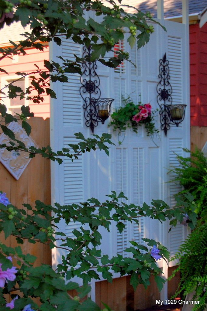 How to make a deck privacy screen out of 6 shutters purchased from craigs list for $20 bucks.