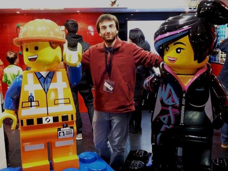 """Są tacy rozmówcy, przy których dziennikarz mówi sobie """"Muszę mieć z nim wywiad!"""". Od początku intrygowało mnie, jak wygląda praca nad trailerami w wersji LEGO. Stąd ten wywiad, w całości dostępny pod linkiem: http://wroclaw.naszemiasto.pl/artykul/antonio-toscano-wciaz-lubie-bawic-sie-lego,3287449,artgal,t,id,tm.html"""