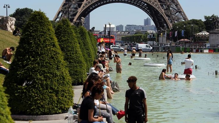 Dois dias antes do início oficial do verão no hemisfério norte, os franceses começam a sofrer com o calor. Na tarde desta segunda-feira (18) a capital Paris registrou 33°C, contra os 21°C habituais para um mês de junho. Já em Bordeaux, no sudoeste, a temperatura máxima foi de 36°C, e pode chegar...