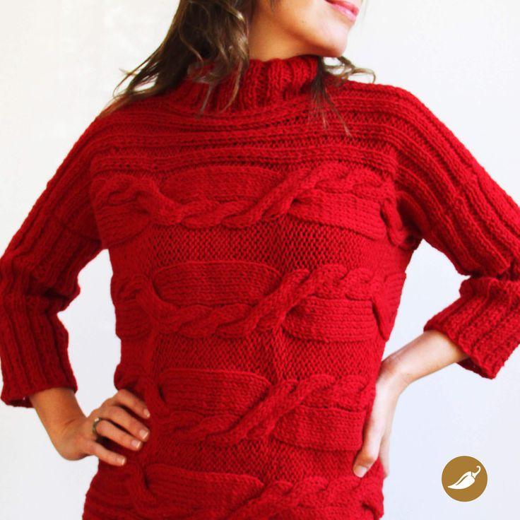Generoso y suave chaleco tejido a palillo 100% lana de oveja. Su creación surge a partir de una rectángulo en el cual se diseñaron trenzas, lo cual le otorga textura y volumen a la prenda. El cuello es levemente elevado en modelo beatle y las mangas ligeramente ajustadas, en contraposición con el cuerpo de la prenda que es holgada y muy cómoda.  Autor: AndeanHands Colección: Gloriosos Palillos Dimensiones: 60 cm de ancho por 52 cm de largo. Color: Rojo Disponible tambiénen verde musgo...