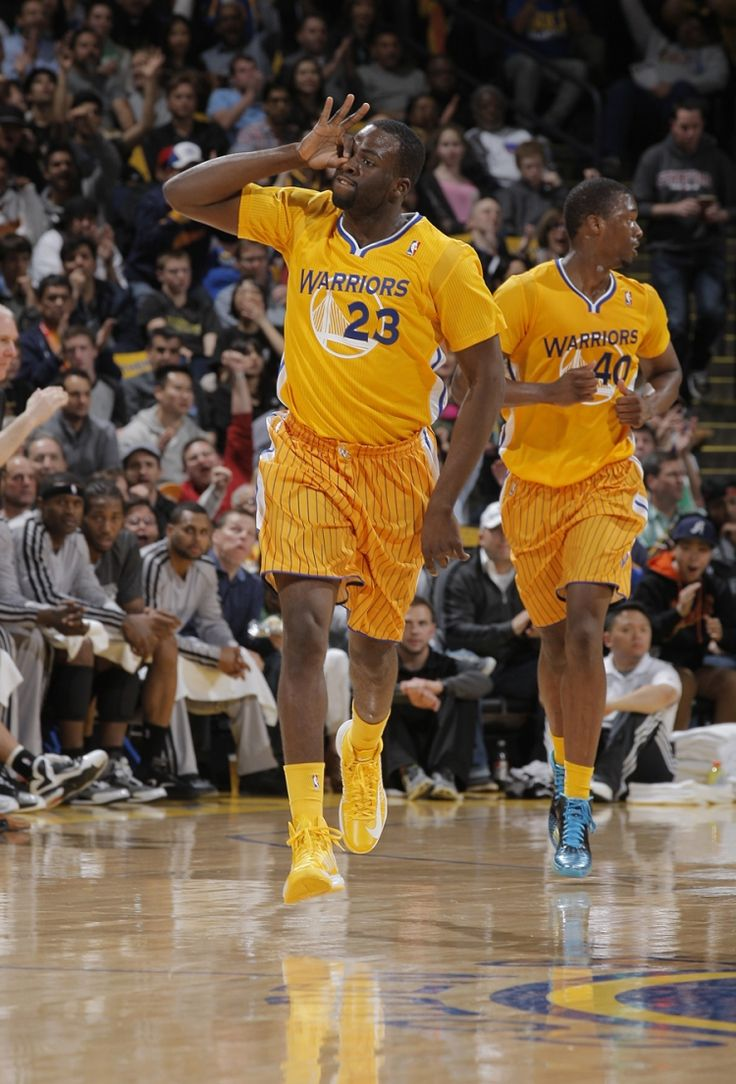 Draymond Green puts on his 3-point goggles after swishing a trey against the Spurs.
