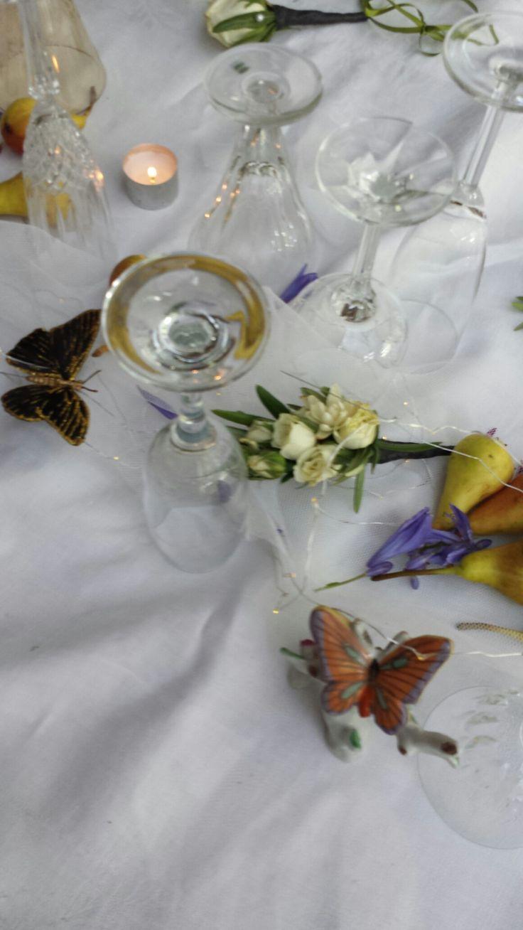 wedding brunch styling .