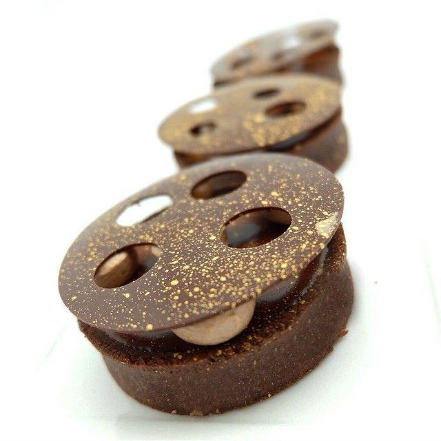 Chocolate Tart for my Hands on class @sweetobsessionbkk #bachour #bachourinbangkok #valrhona | by Pastry Chef Antonio Bachour