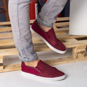 Espadrile Ieftine Barbati la Super pret. Acest tip de incaltaminte se situeaza undeva intre incaltamintea casual in genul pantofilor loafer :) si incaltamintea sport specifica tenisilor. De aici putem trage concluzia ca espadrilele sant deosebit de versatile, ;) adaptandu-se usor tinutelor casual si sport.