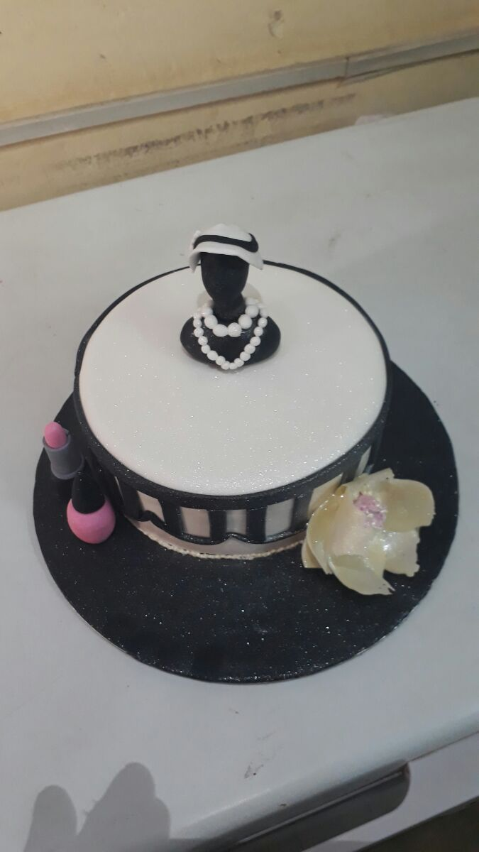 Get affordable cake delivery services #onlinecakedeliverydelhi #cakedeliveryserviceindelhi #CakedeliveryinFaridabad #Midnightcakedelivery #Yummycake