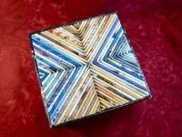Как украсить коробку бумагой / Обычная картонная коробка,разноцветная бумага и немного фантазии - получается красочно оформленная коробка для подарков.