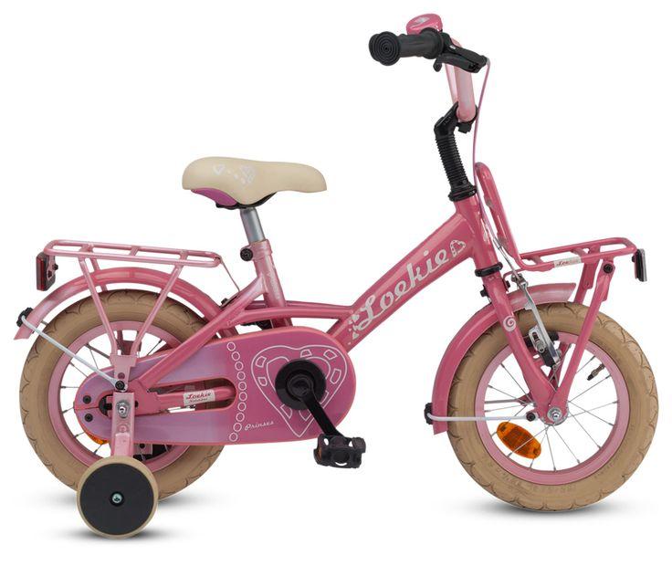 Een roze meisjesfiets voor echte prinsesjes. Alles aan deze fiets is roze! Een voorrekje, achterdrager, snelbinders, kettingkast, velgen en bel, alles is roze! Zelfs het zadel van deze 12,5 inch meisjesfiets heeft een lief prinsessen hartje. Voor de echte prinses tussen 3 en 4 jaar.