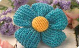 Quick knit flower brooch: #knit #knitting #free #pattern #freepattern #freeknittingpattern #knittingpattern