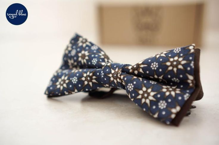 #Pajarita Royal Blue #Sorolla hecha a mano en #algodón con motivo #floral.