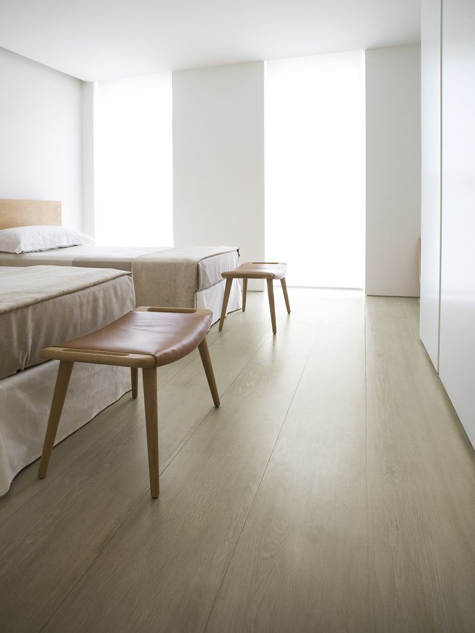 Bedroom by John Pawson showing the beautiful Dinesen flooring and the Hans Wegner designed Teddy Bear/PP120 ottoman.