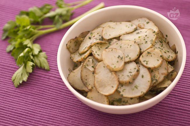 I topinambur trifolati: brodo vegetale,pepe nero, prezzemolo