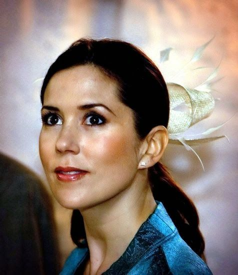12 May 2005   During Research Day crown princess Mary handed out the Research Communications Prize to sports physiology expert doctor Bente ...