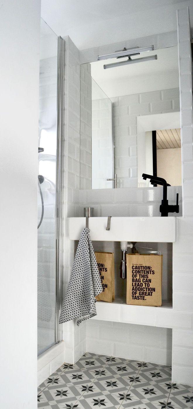 17 best images about salles de bain on pinterest cement tiles shelves and loft. Black Bedroom Furniture Sets. Home Design Ideas