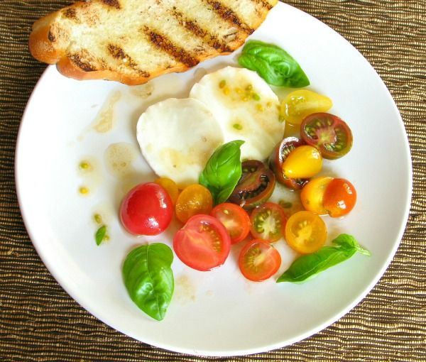 Classic Heirloom Tomato Caprese Salad with Fresh Basil | Foodness ...