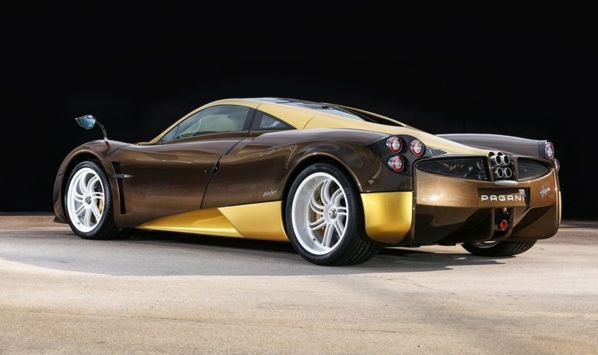 The one-off Pagani Huayra for Bingo Sports, is a retro looking 700 bhp supercar and costs $1.25 Million only here: http://www.limitio.com/articles/limited-edition-cars/bingo-sports-orders-one-off-limited-edition-pagani-huayra #Pagani #Huayra #supercars Join us on Pinterest