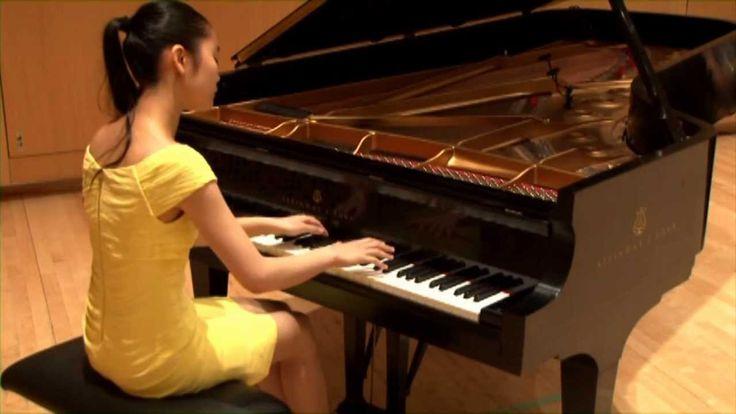Performance delicada e emocionante! Tiffany Poon plays Chopin Nocturne in E-Flat Major, Op. 9, No. 2