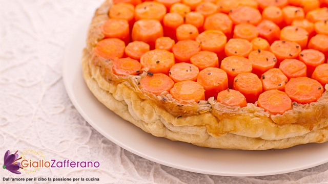 Torta rovesciata di carote e cipolle