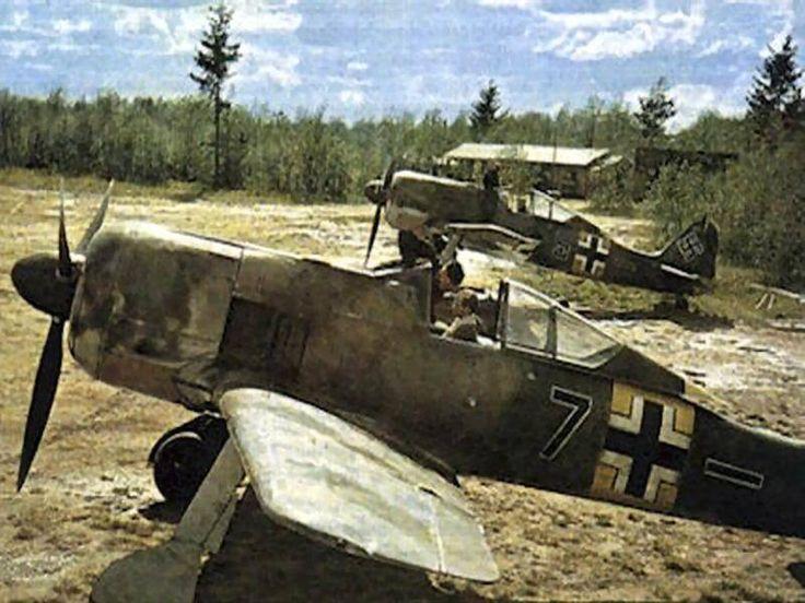 FW - 190 base -- 1943, somewhere in south Italy. => Weitere Informationen: https://www.pinterest.com/marseille109/aircraft-focke-wulf-fw-190-w%C3%BCrger/
