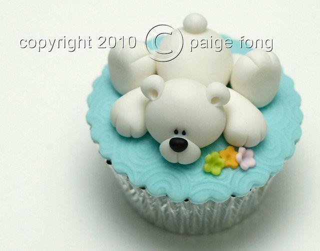 Cupcake adornado con un tierno oso polar