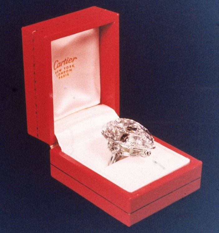 Famous Pear-Shaped Engagement Rings | 69.2 carat diamond ring purchased by Richard Burton for Elizabeth ...