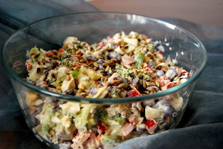 Gospodyni Miejska: Sałatka brokułowa z papryką i czerwoną fasolą