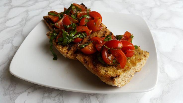 Bruschetta de tomates cherry en pan grillado