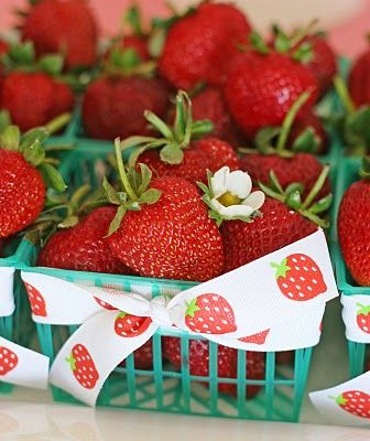 Tea Party favorStrawberries Patches, Sweets Strawberries, Birthday Parties, Strawberries Parties, Parties Ideas, Today Menu, Strawberries Theme, Baskets, Strawberries Shortcake Parties