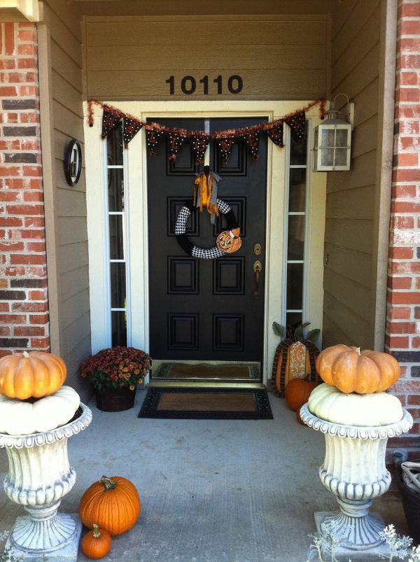 the best 35 front door decors for this years halloween - Front Door Halloween Decorations