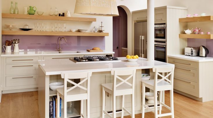 A handmade Harvey Jones shaker kitchen design