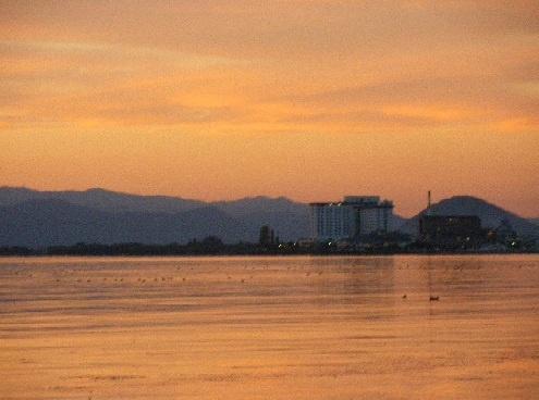 びわ湖の夕暮れ。