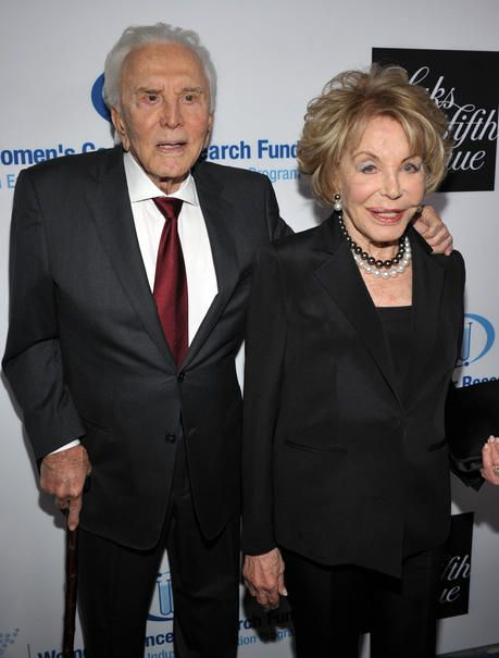 Kirk Douglas & Anne Buydens - 61 Jahre