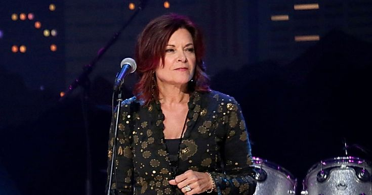 """Rosanne Cash is joined by Elvis Costello and Neko Case to sing """"Seven Year Ache"""" on 'Austin City Limits.'"""